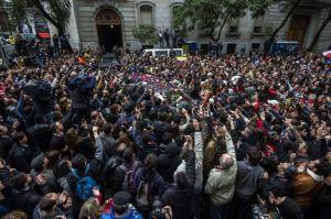 Familiares, amigos y fans dan último adiós a Gustavo Cerati