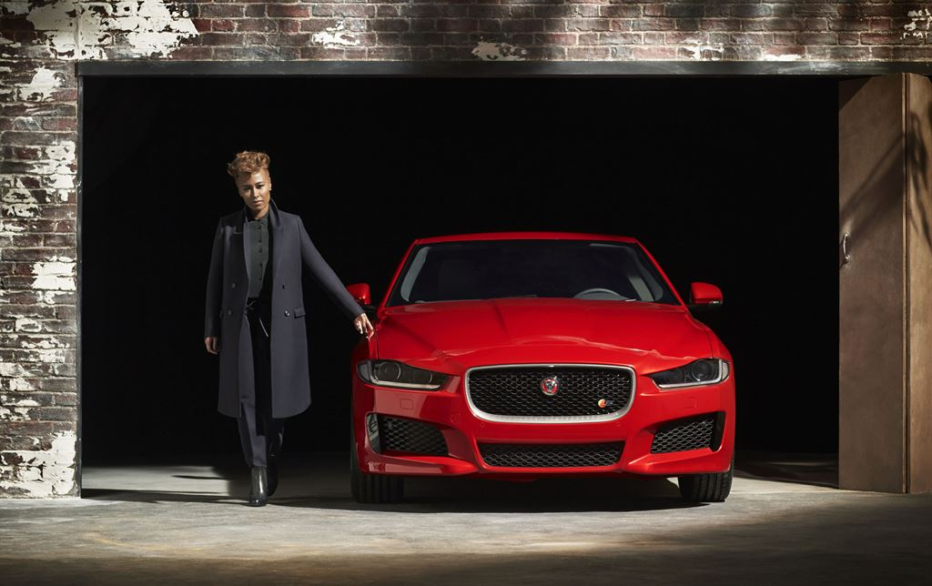 Jaguar presentó el nuevo modelo XE en Londres