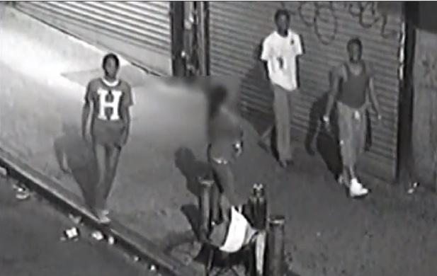 Mujer es atacada por tres hombres en El Bronx (video)