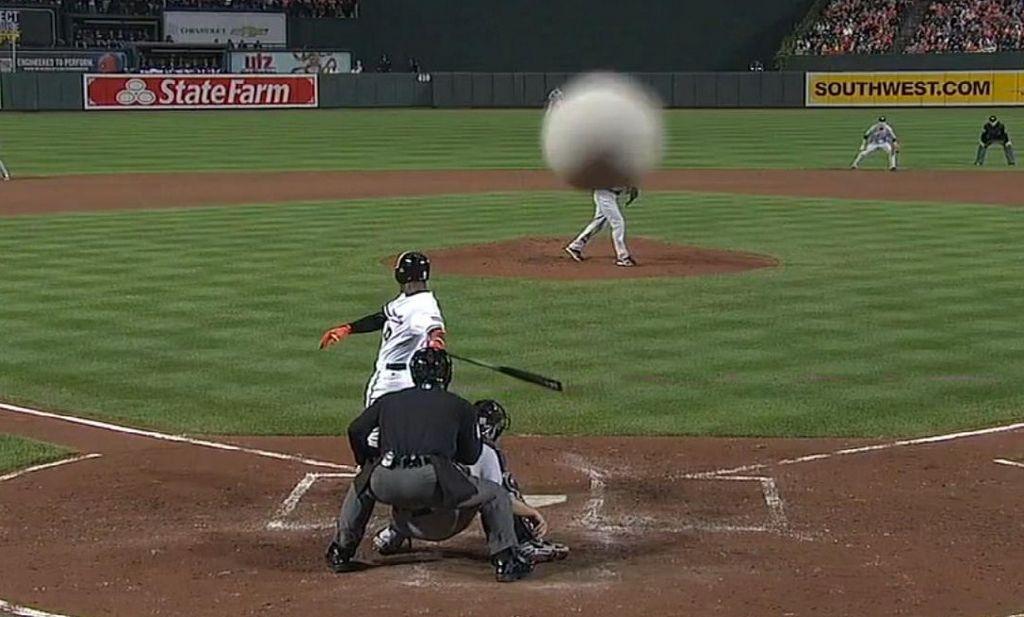 Foul de los Orioles destroza cámara de televisión (video)
