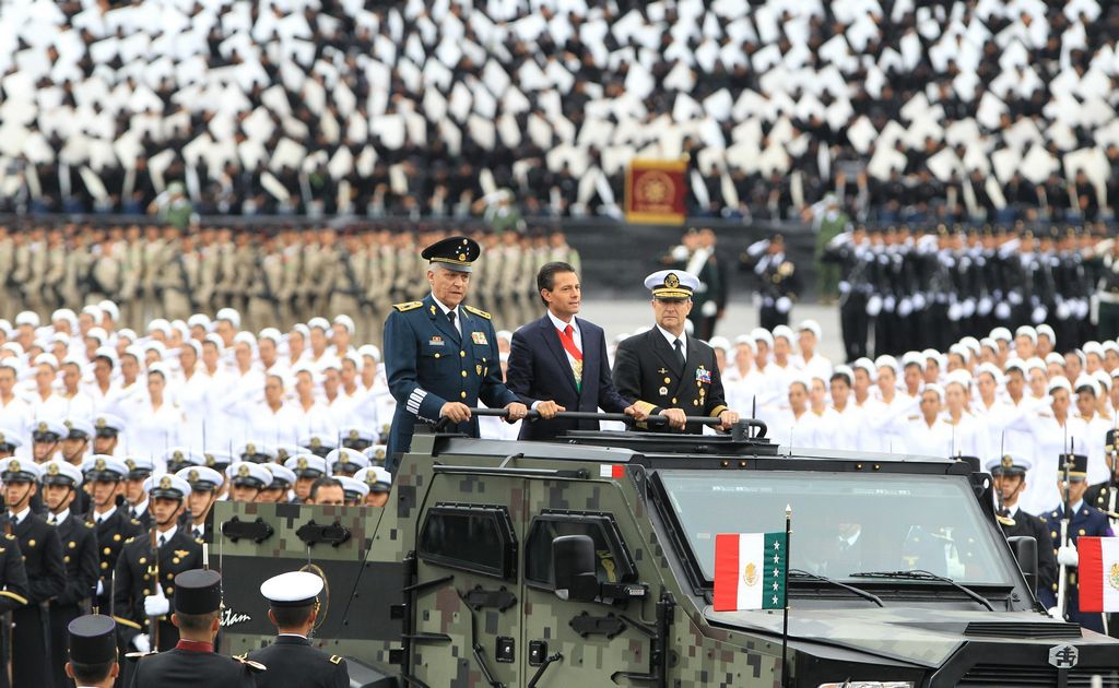 Peña Nieto estrena vehículo militar de máximo blindaje