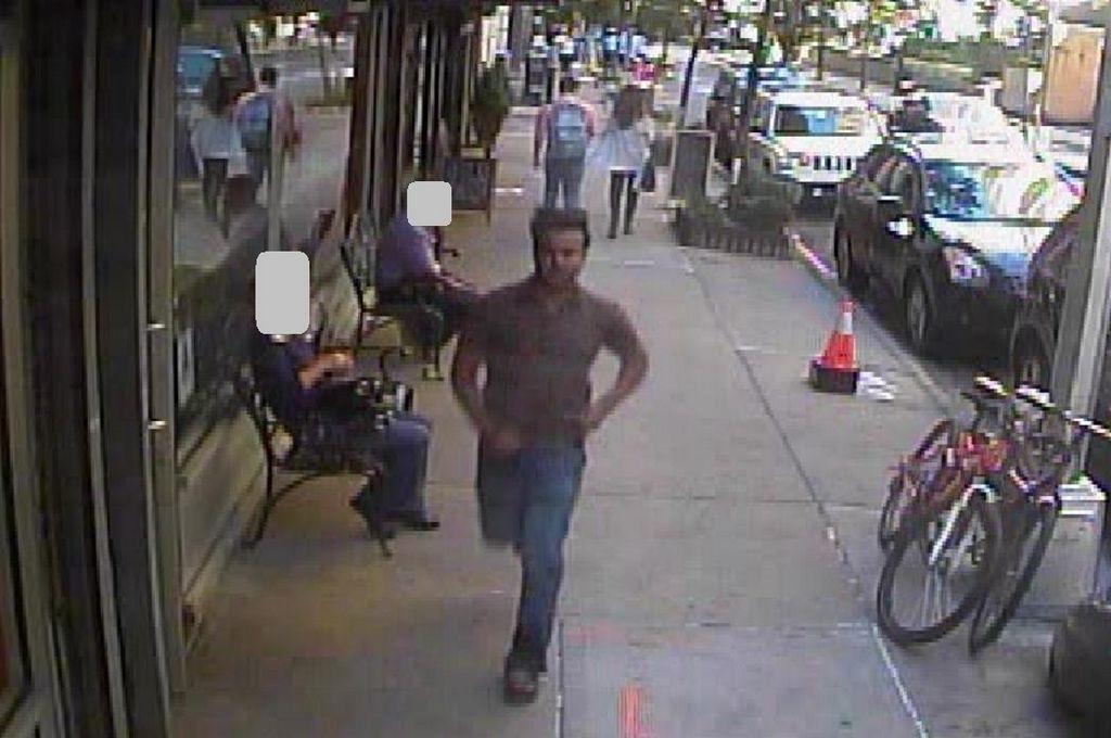El sospechoso fue descrito como un hombre de unos 20 años y de 5 pies y 6 pulgadas de altura.