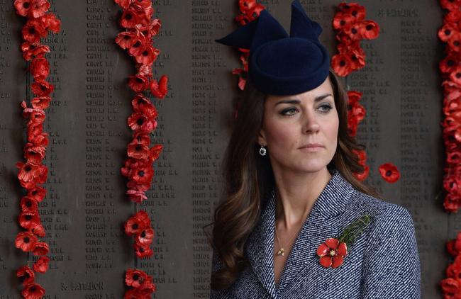 Escritora feminista, critica duramente el cargo de Kate Middleton