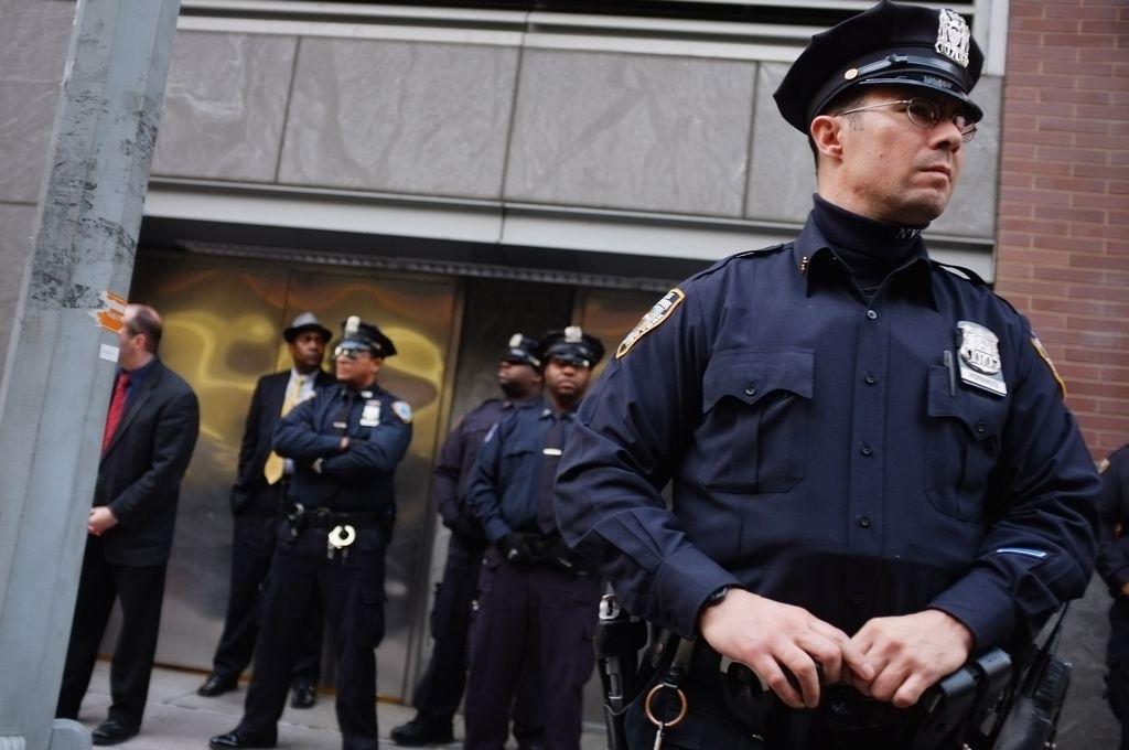 Policías hispanos quieren a latino como subcomisionado de NYPD