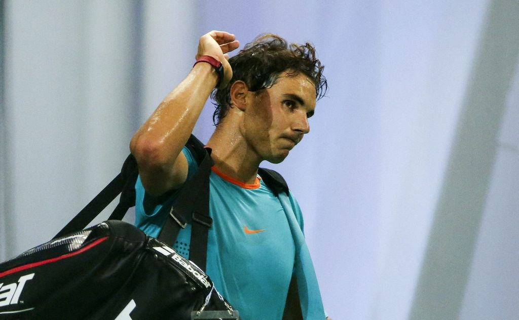 Nadal abandona la pista tras ser derrotado 6-3 y 7-6 por su compatriota Feliciano Lópezeen el Masters 1000 de Sanghái.