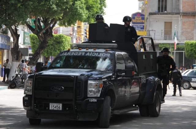 La policía estatal y federal patrullan constantemente las calles de Iguala.