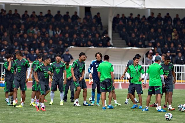 La selección mexicana prepara su encuentro de mañana ante Honduras.
