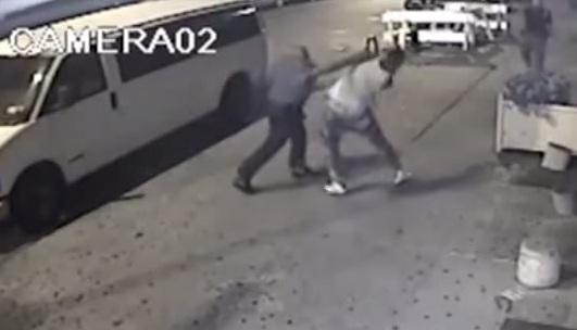 El video muestra cuando dos oficiales golpean a un adolescente en el sector de Bedford Stuyvesant.