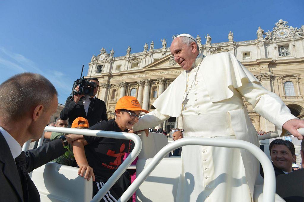 """Pide el Papa a fieles que no se encierren  en sus """"iglesitas"""""""