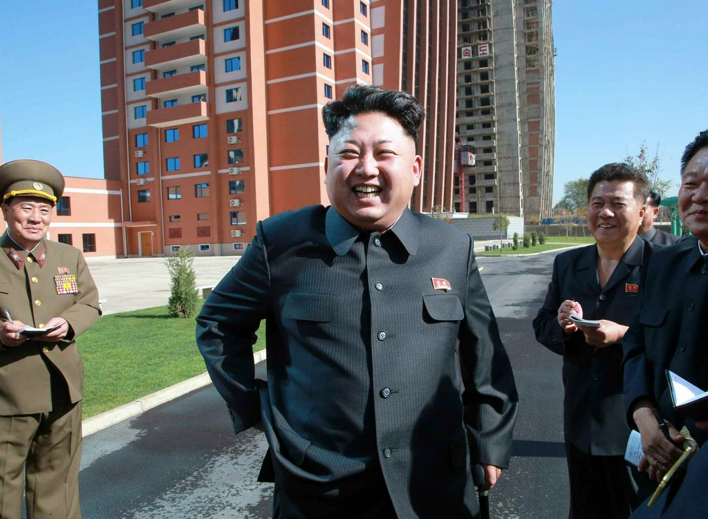 Reaparece  Kim Jong-un en ejercicio militar aéreo