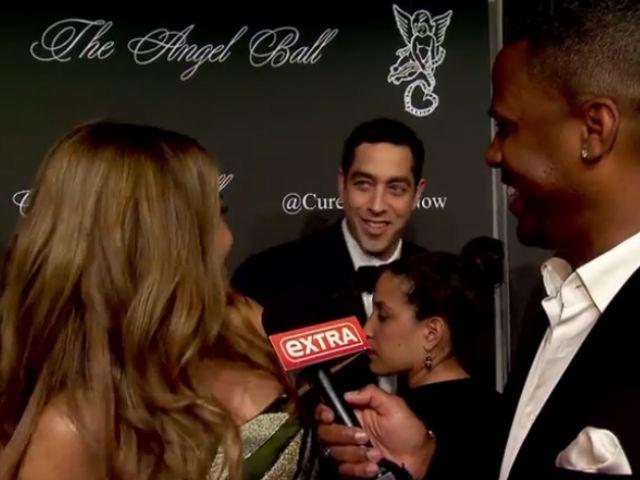 Sofia eligió ignorarlo y siguió hablando con el reportero.