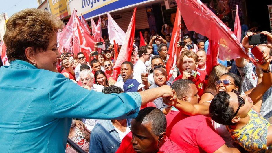 Rousseff adelanta a Neves, según último sondeo