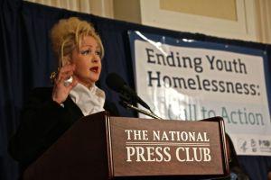 """Cyndi Lauper: """"Los niños de la calle no son desechables"""""""