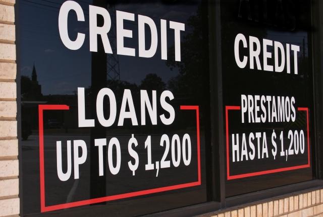 Latinos y afroamericanos, quienes más se quedan al margen de la banca