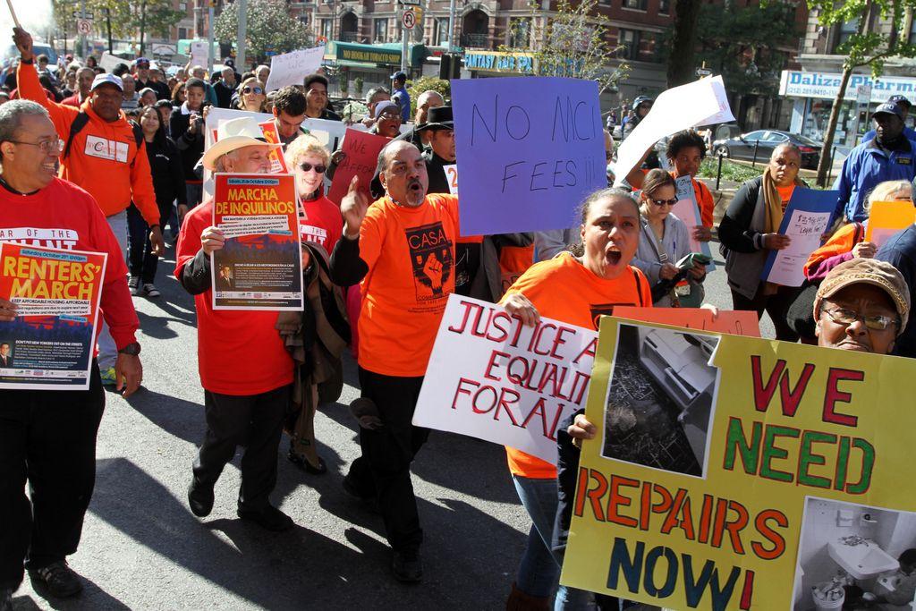 Hispanos marchan contra aumento en alquiler de vivienda
