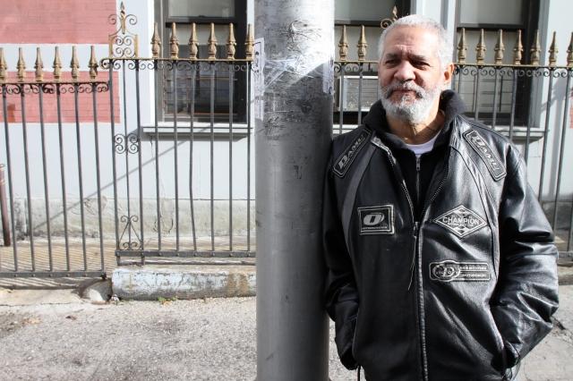 Nerviosismo entre vecinos hispanos del paciente
