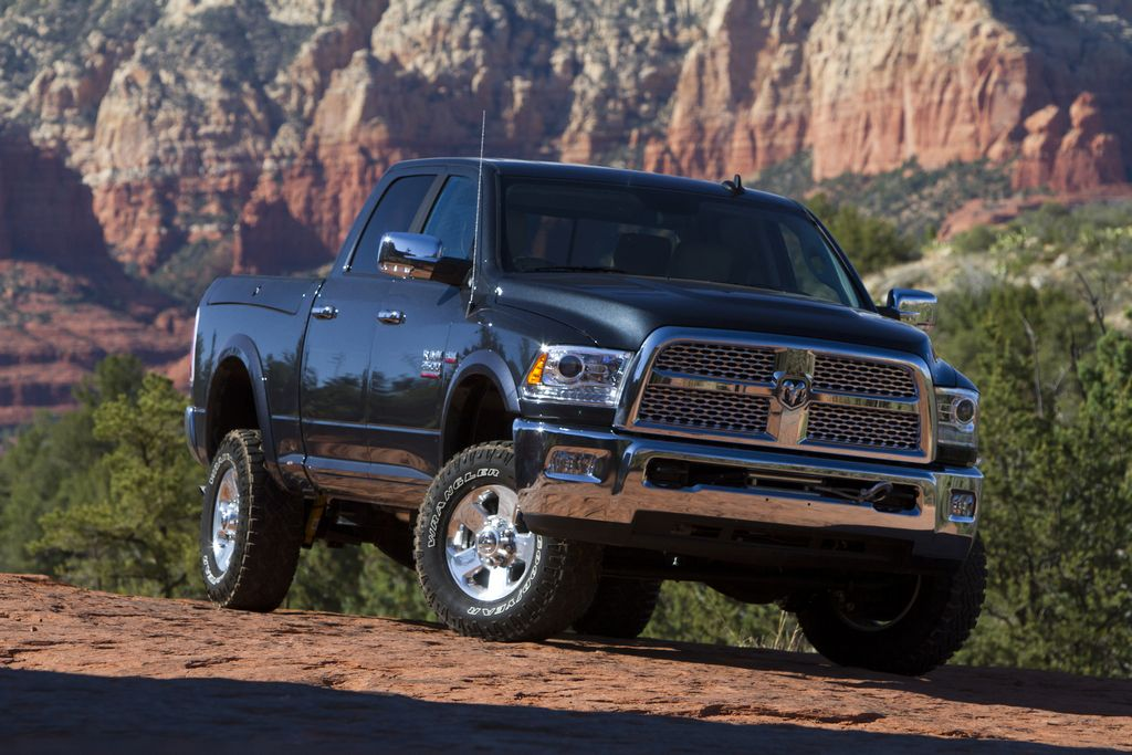Chrysler llama a retiro 556,000 vehículos