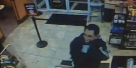 Hombre se disfraza de Obama para robar negocio (video)