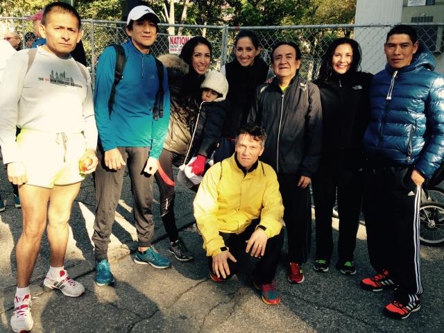 Inmigrantes hispanos se las ingenian para correr