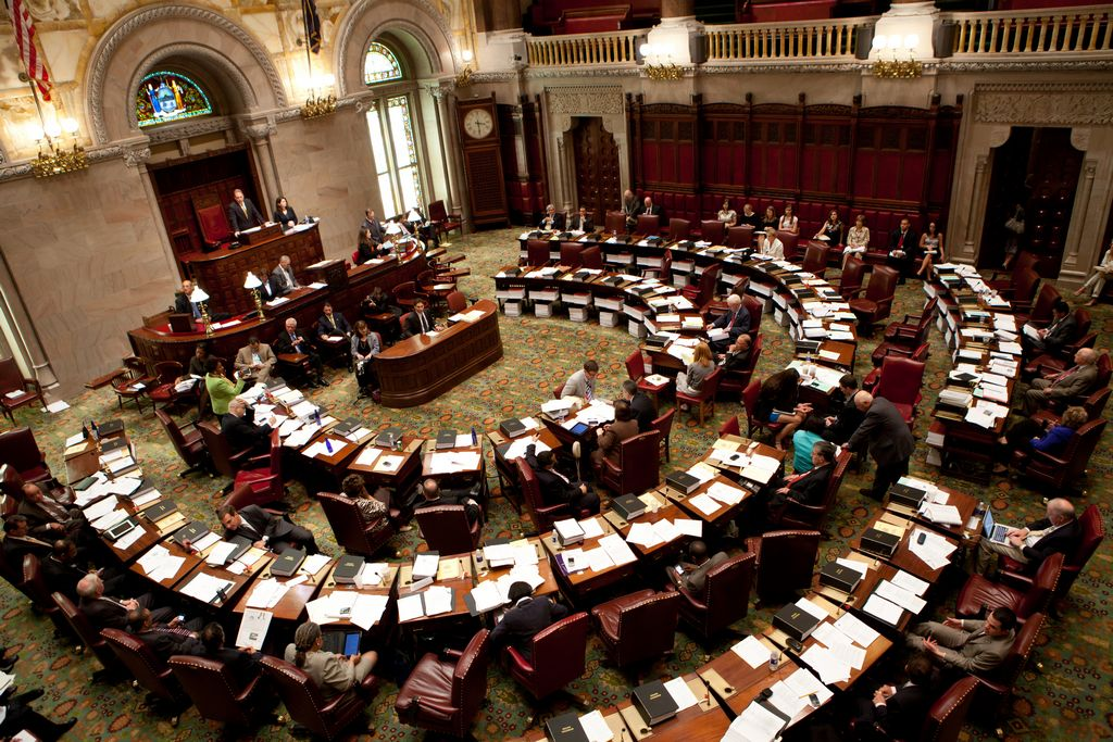 Triunfo republicano en Senado estatal complica agenda latina en NY