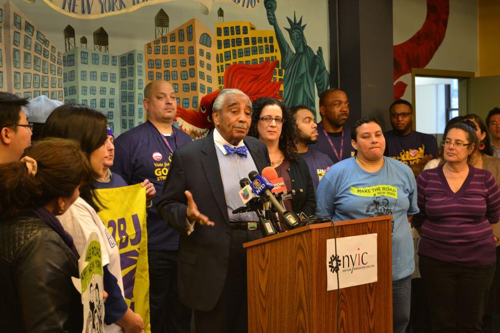 El congresista Charles Rangel resaltó la necesidad de mantener a las familias unidas.