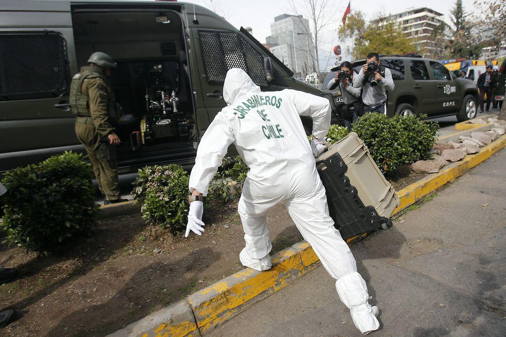 El equipo especial detonó la bomba a control remoto.