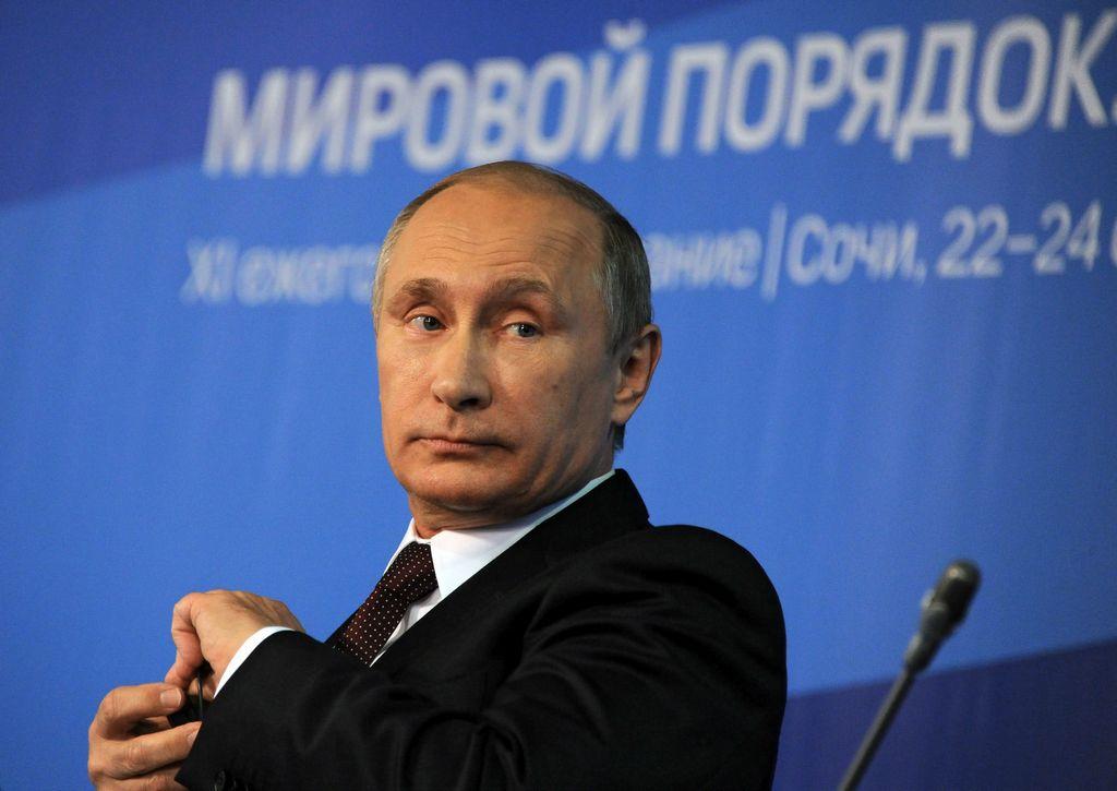 Putin acusa a Ucrania de entorpecer caso de vuelo MH17