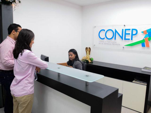 Retan a empresarios dominicanos a vivir un mes con 103 dólares