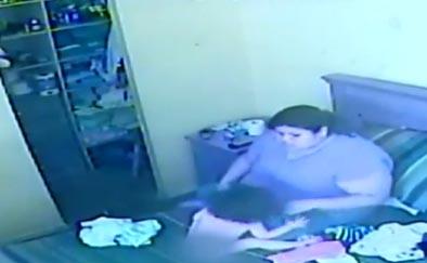 Cámara oculta capta brutal golpiza a bebé por su niñera (video)