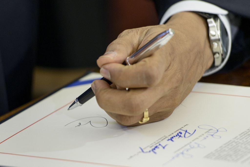La firma de la orden ejecutiva de Obama  protegería hasta cinco millones de indocumentados.