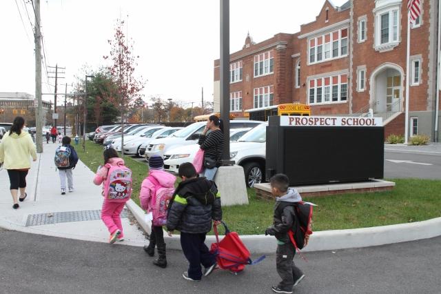 Muchos niños inmigrantes estudian en la escuela elemental Prospect, en Hempstead.