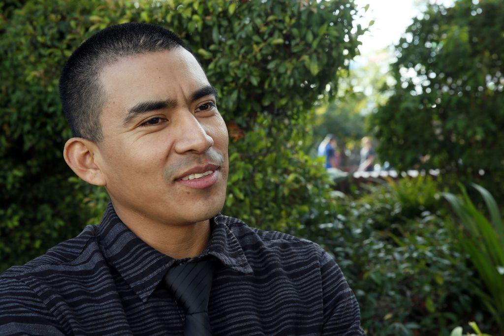 Auberto Castro cree que podrá legalizar su estatus migratorio.