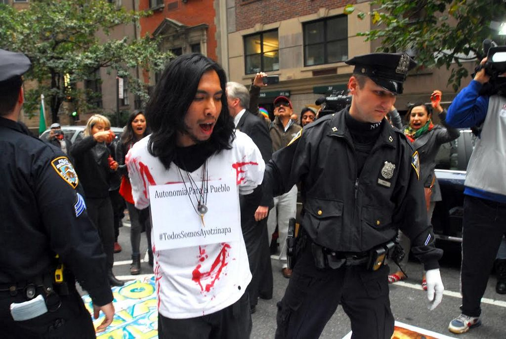 Hispano que arrojó pintura a Bratton es un activista comunitario