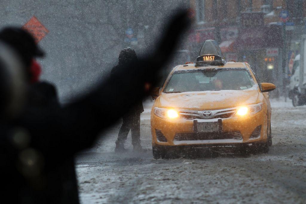Nieve puede crear dolor de cabeza para viajeros en NYC