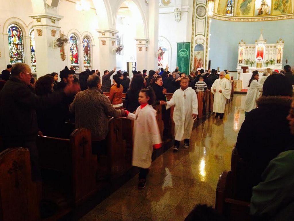 Feligreses latinos desafían a la Arquidiócesis de NYC