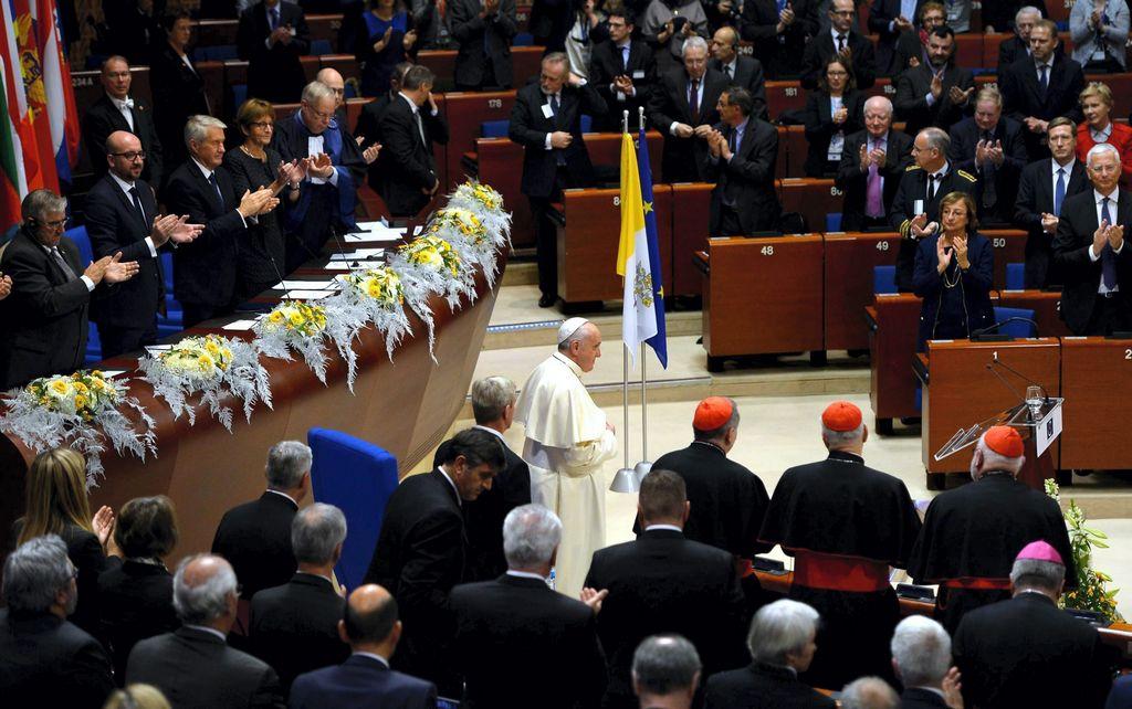 Papa pide no convertir en Mediterráneo en cementerio de migrantes