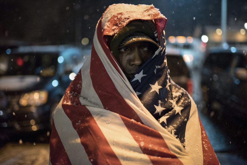 Ferguson intenta retomar la normalidad tras dos noches de disturbios