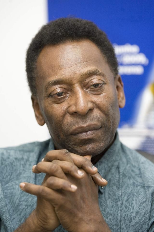 Preocupa salud de Pelé que sigue internado