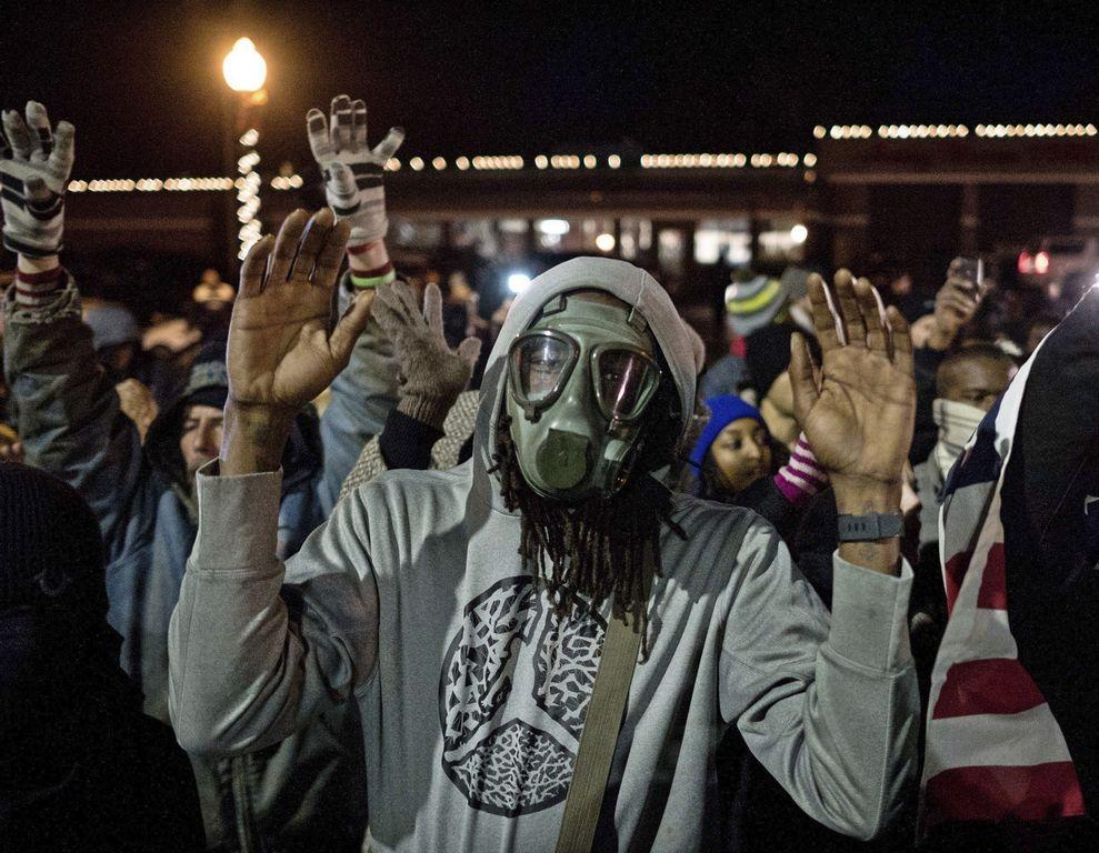 Ferguson celebra sin incidentes un Día de Acción de Gracias