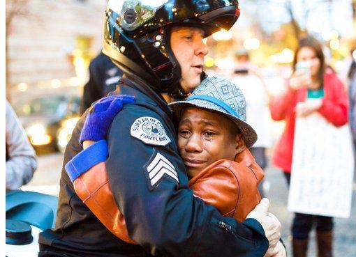 Conmovedora foto muestra otra cara de las movilizaciones por Ferguson