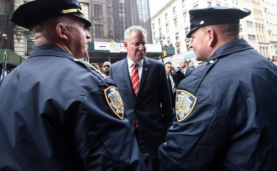 Policías disparan su furia contra el Alcalde
