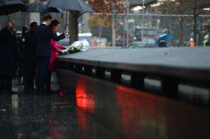 Duques de Cambridge visitan Monumento del 9/11 (fotos y video)