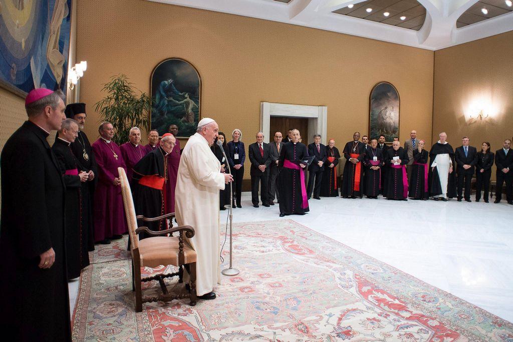 Vaticano consultará sobre nulidad matrimonial y trato a gays