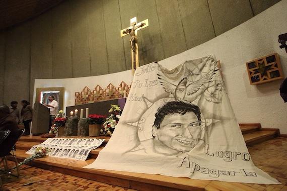 Padres de normalistas celebran misa en México en honor a Julio César