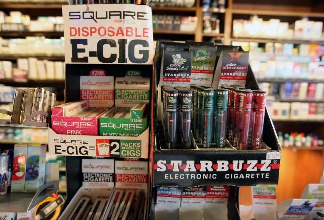 NYC demanda a 22 compañías online por vender 'e-cigarettes' a menores