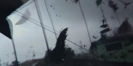 Un día después, tornado sigue sacudiendo a vecinos del Sur de California