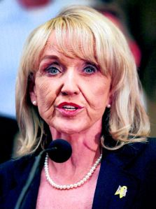 Adiós Jan Brewer: se va gobernadora de Arizona
