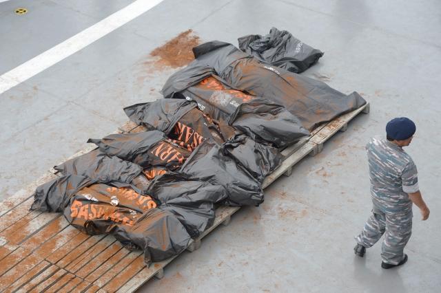 Hasta el momento, los equipos de rescate han recuperado más de tres decenas de cadáveres, algunos de los cuales  aún estaban atrapados en sus asientos.