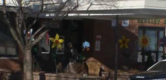 Niño muere impactado por mesa plegable en escuela de NJ
