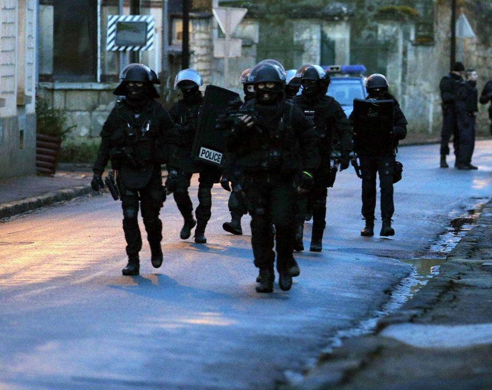88,000 agentes buscan atacantes en bosques de Francia